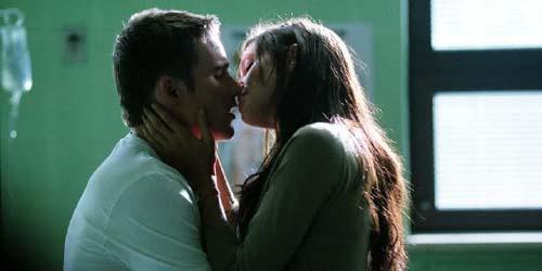 Ciuman Terpanas Ethan Hawke Bersama Angelina Jolie
