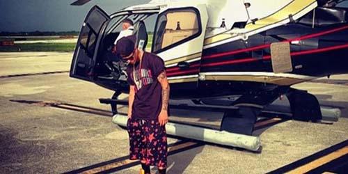 Demi Monyet Justin Bieber, Pilot Pesawat Rela Menunggu 8 Jam