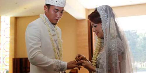 Dikabarkan Hamil Duluan, Akhirnya Okie - Gunawan Resmi Menikah
