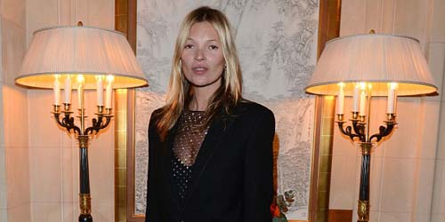 Hadiri Paris Fashion Week, Kate Moss Tak Pakai Celana