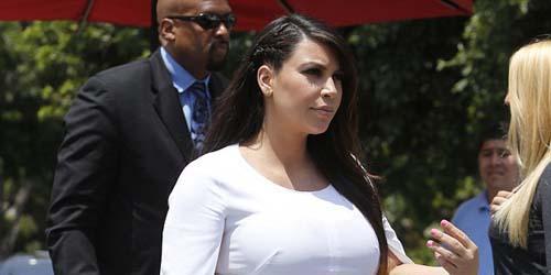Penampilan aneh Kim Kardashian @dailymail
