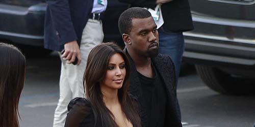 Kim Kardashian dan Kanye West Kepergok Berciuman di Luar Restoran