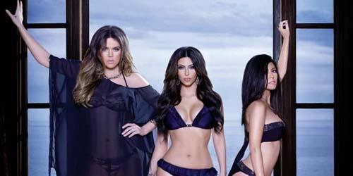 Kim, Khloe dan Kourtney Kardashian Seksi di Iklan Baju Renang