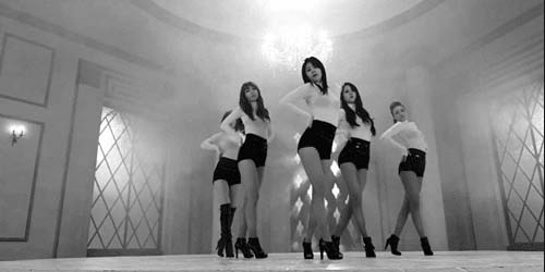 Pakai Baju Transparan, Girlband EXID Diprotes