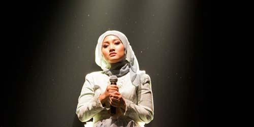 Penampilan Fatin Shidqia Nyanyi Grenade di Konser Lenka