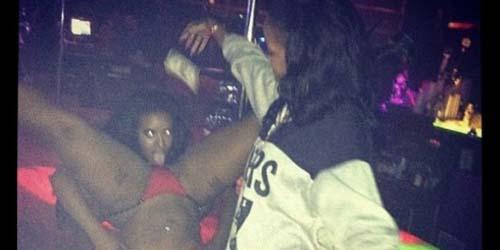 Rihanna Beberkan Fotonya yang Tengah 'Nyawer' Penari Striptis