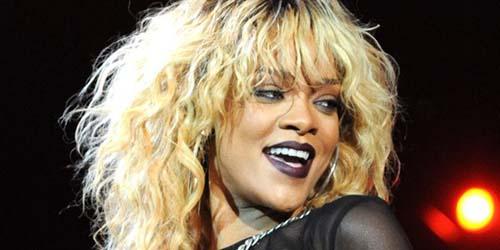 Rihanna dan Kekasih Chris Brown Perang Twitter!