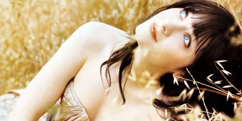 Russel Brand Naksir Zooey Deschanel 'Kembaran' Katy Perry