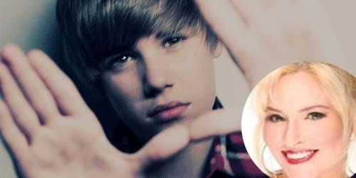 Sombongnya! Tolak Foto Bareng, Justin Bieber Malah Ludahi Botol Minuman Fansnya