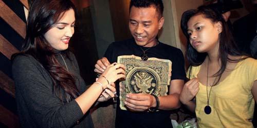 Ulang Tahun, Ashanty Mendapat Kado Cincin dari Anang