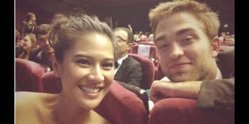 Wow, Dian Sastro Dekat-dekat Robert Pattinson di Festival Film Cannes