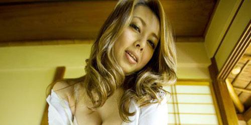 Yumi Kazaki Main 1000 Film Porno dalam 15 Tahun