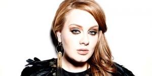 2 Bulan Lagi Adele Lahirkan Bayi Pertamanya!