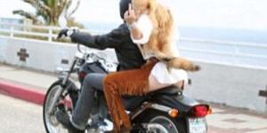 Anak Demi Moore 'Scout LaRue Willis' Berpose Nakal Untuk StyleLikeU