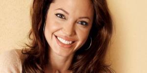 Angelina Jolie Hamil Lagi ?