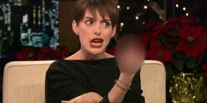 Anne Hathaway Acungkan Jari Tengah Ke Aktor James Bond Daniel Craig