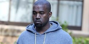 Astaga, Tak Konsen Jalan Kanye West Tabrak Tiang