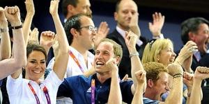 Berpelukan dengan Pangeran William, Baju Kate Middleton Tersingkap!