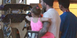Berusia 1 Tahun, Putri David Beckham Suka Main Skateboard