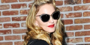 Bikin Video Musik Baru, Madonna Berniat Pakai Gaun Pengantin Muslim!