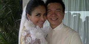 Denada dan Jerry Aurum Resmi Suami Istri