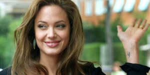 Filmkan Perang Bosnia, Angelina Jolie Diancam Dibunuh