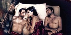 Hah! Robert Pattinson Tiduri Wanita Hamil
