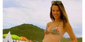 Hamil 4 Bulan, Model Alessandra Ambrosio Posting Foto Perutnya di Facebook