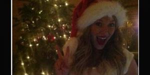 Hamil,Perut Hilary Duff Dilukis Kado Natal