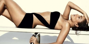 Jennifer Lopez Tampil Panas dan Seksi dengan Bikini di Vogue