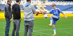 Justin Bieber Latihan Sepak Bola Bareng Frank Lampard Dan Fernando Torres