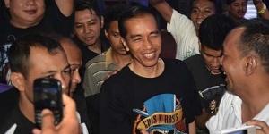 Kenakan Kaos GNR, Jokowi Nonton Konser Guns N' Roses