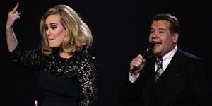 Kesal, Adele Acungkan Jari tengah di Brit Awards 2012