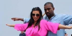 Kim Kardashian dan Kanye West Berpose di Depan Patung Yesus di Rio De Janeiro