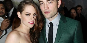 Kristen Stewart Tampil Seksi dengan Gaun Transparan di Premier Twilight