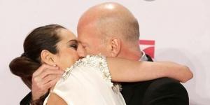 Lebay! Bruce Willis Cium Istrinya di Premier Film 'A Good Day to Die Hard'