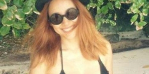 Lee Hyori Sebar Foto Bikininya di Dunia Maya