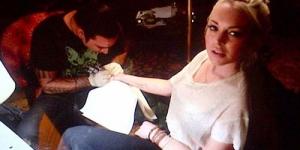 Lindsay Lohan Pamerkan Tato di Seluruh Tubuhnya