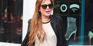 Lindsay Lohan Tampil Hot Kenakan Busana Transparan di Jalanan New York