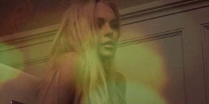 Lindsay Lohan Tampil Seksi di Video 'Blue' R.E.M.