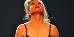 Memberi Dukungan Gadis Pakistan Korban Taliban, Madonna Striptis