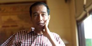 Merakyat! Nonton OVJ, Jokowi Pilih Duduk Lesehan