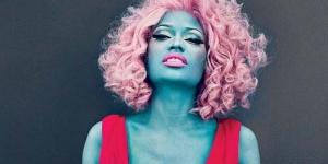 Nicki Minaj Tampil dengan Kulit Membiru