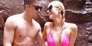 Paris Hilton Ajak Brondong Barunya Menyelam di Hawaii