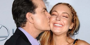 Premier Scary Movie 5, Charlie Sheen Pegang Payudara Lindsay Lohan