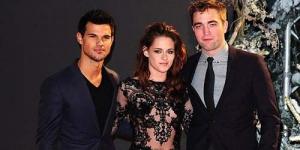 Premier Twilight di London, Kristen Stewart Pamer Payudara