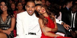 Rihanna dan Chris Brown Tunangan ?