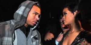 Rihanna Sebar Foto Topless Chris Brown