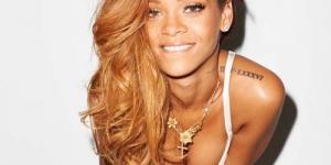 Rihanna Telanjang Dada Di Depan Penata Rambut Pria