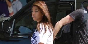Rok Tersingkap Angin, Celana Kourtney Kardashian Kelihatan!